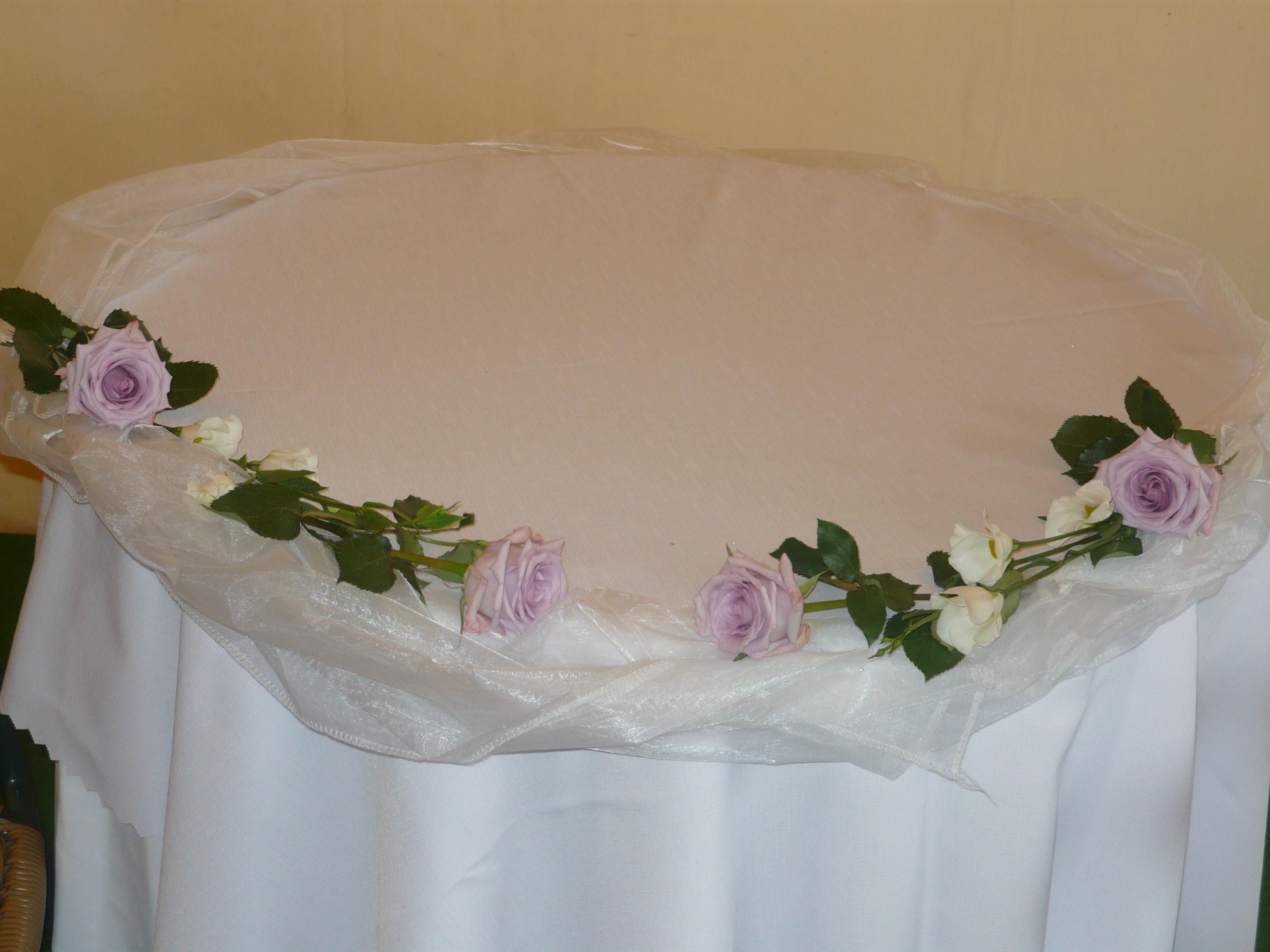 výzdoba stolu ke svatebnímu obřadu