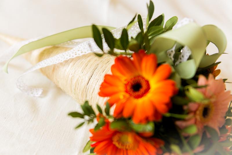 gratulační kytice v sisalovém kornoutu